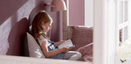 Flexa MyLittleHouse von Flexa Mädchen liest