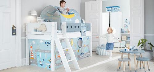 FLEXA-White-Kinderzimmer Systembett Textilien Tisch Stuhl